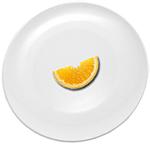 Долька апельсина на тарелке